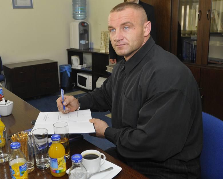 Mariusz Pudzianowski chce pozbyć się swojego mercedesa.