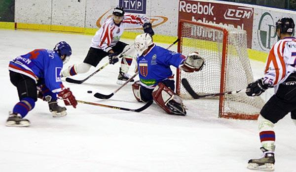 Hokej: KH Sanok - Polonia BytomW czwartym meczu play-out hokeiści Ciarko KH Sanok wygrali 8-2 i w rywalizacji o pozostanie pokonali bytomian 4:0.