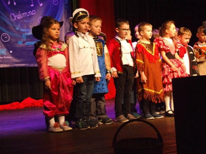 """Podczas przeglądu piosenki przedszkolnej, dzieci ze wszystkich chełmińskich placówek zaprezentowały na scenie kinoteatru """"Rondo"""" piosenki znane każdemu"""