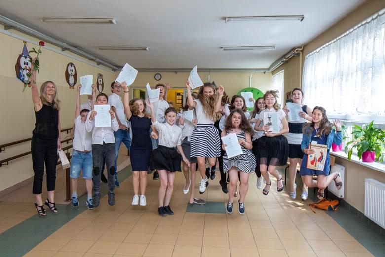 W środę (19 czerwca) ponad 35 tys.  bydgoskich uczniów rozpoczęło letnie wakacje. Będą to najdłuższe wakacje od lat. Potrwają aż 74 dni. Na kolejne takie