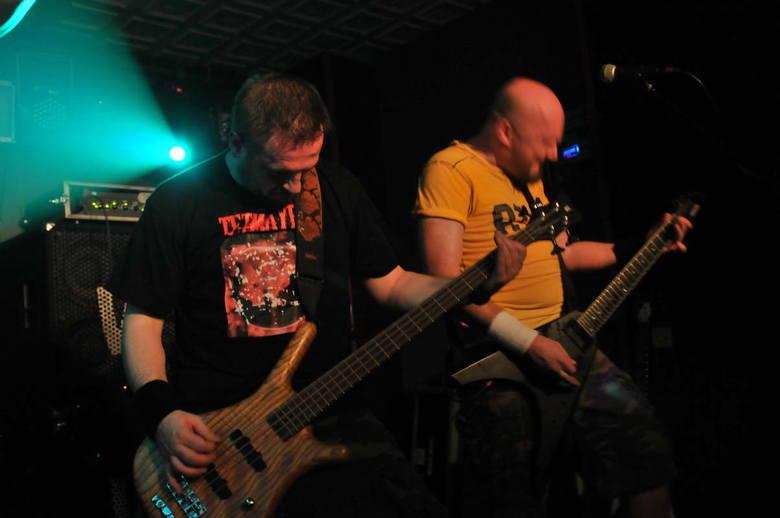 Koncert Metal 90 A.D. w klubie Inferno w Koszalinie. Mahomut gra utwory Sepultury.