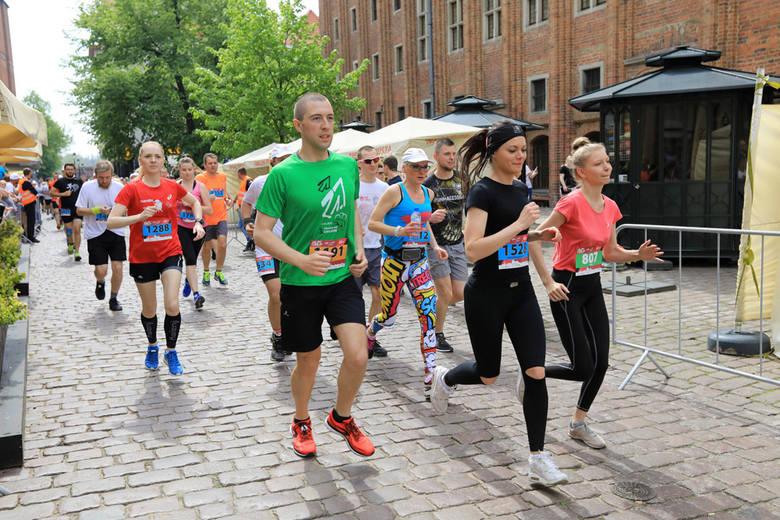 Na toruńskich fanów biegania czeka w tym roku bardzo wiele rozmaitych zawodów. Coś dla siebie znajdą zarówno zwolennicy długich, jak i krótkich dystansów.Sprawdź,