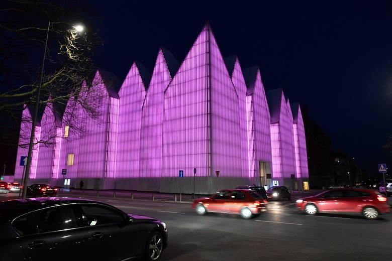 Filharmonia w Szczecinie zaświeciła na purpurowo [ZDJĘCIA]