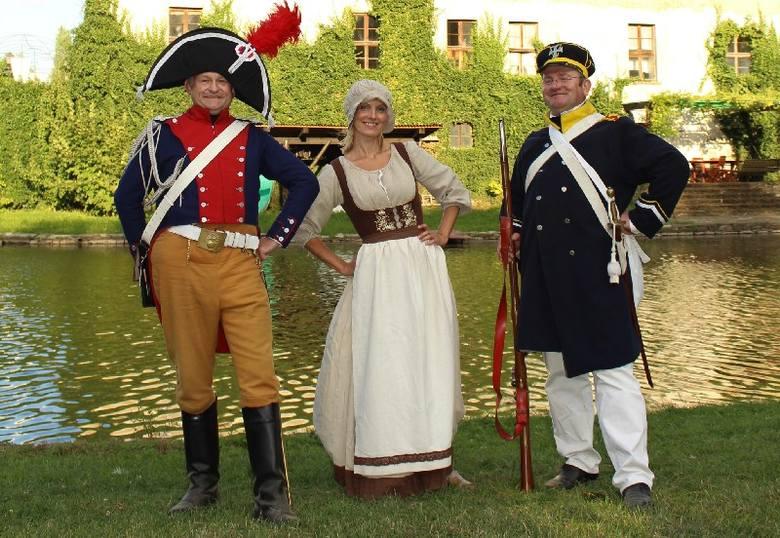 <b>Napoleon i kobiety</b><br /> <br>Wielbiciele Napoleona zrzeszają się często w grupach rekonstrukcyjnych. Kobiety stanowią w nich mniejszość. Feministki mogłyby zresztą dostać bólu zębów, słysząc, co mały cesarz mówił o płci pięknej. <br /> <br><br /> <br>- Napoleon cenił wprawdzie intymne...