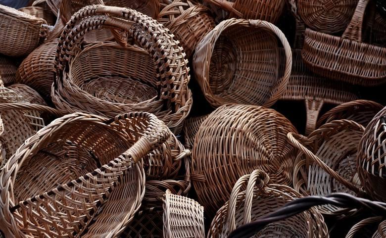 Sztukę wyplatania można głównie podpatrzeć w Nowym Tomyślu, gdzie stoi największy na świecie kosz wiklinowy. Wyjątkowe dzieło o długości prawie 20 m, wyplecione w z ok. 12 ton wikliny zostało wpisane do księgi rekordów Guinnessa. Co roku Ogólnopolskie Stowarzyszenie Plecionkarzy i Wikliniarzy...