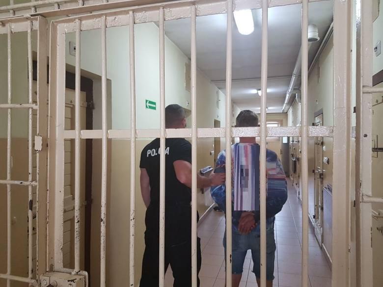 14 lipca patrol z Pakości interweniował po zgłoszeniu o awanturze w mieszkaniu między dwoma szwagrami. Na miejscu policjanci zastali tylko jednego z