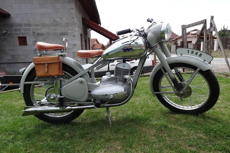 Jawa 250 - w roku 1946 jedna z sensacji Salonu Samochodowego w Paryżu. Czechosłowacki motocykl nagrodzono złotym medalem