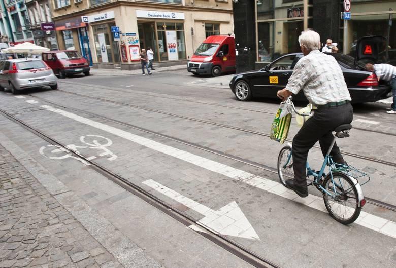 * wożenie dziecka do lat 7 bez dodatkowego siodełka* jazda poza drogą dla rowerów lub wyznaczonym pasem dla rowerów, jeśli taki jest w kierunku jazdy