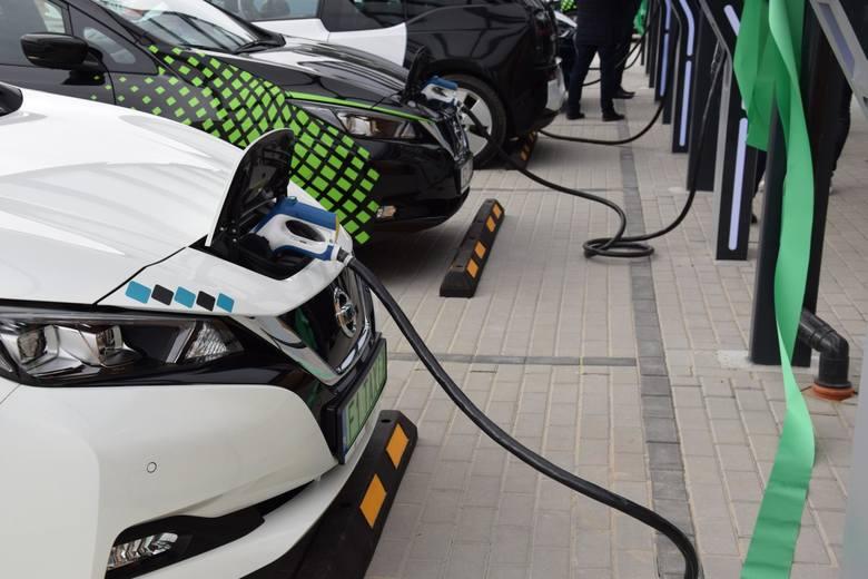 W kategorii samochodów ekologicznych największy wolumen sprzedaży wygenerowały klasyczne hybrydy.