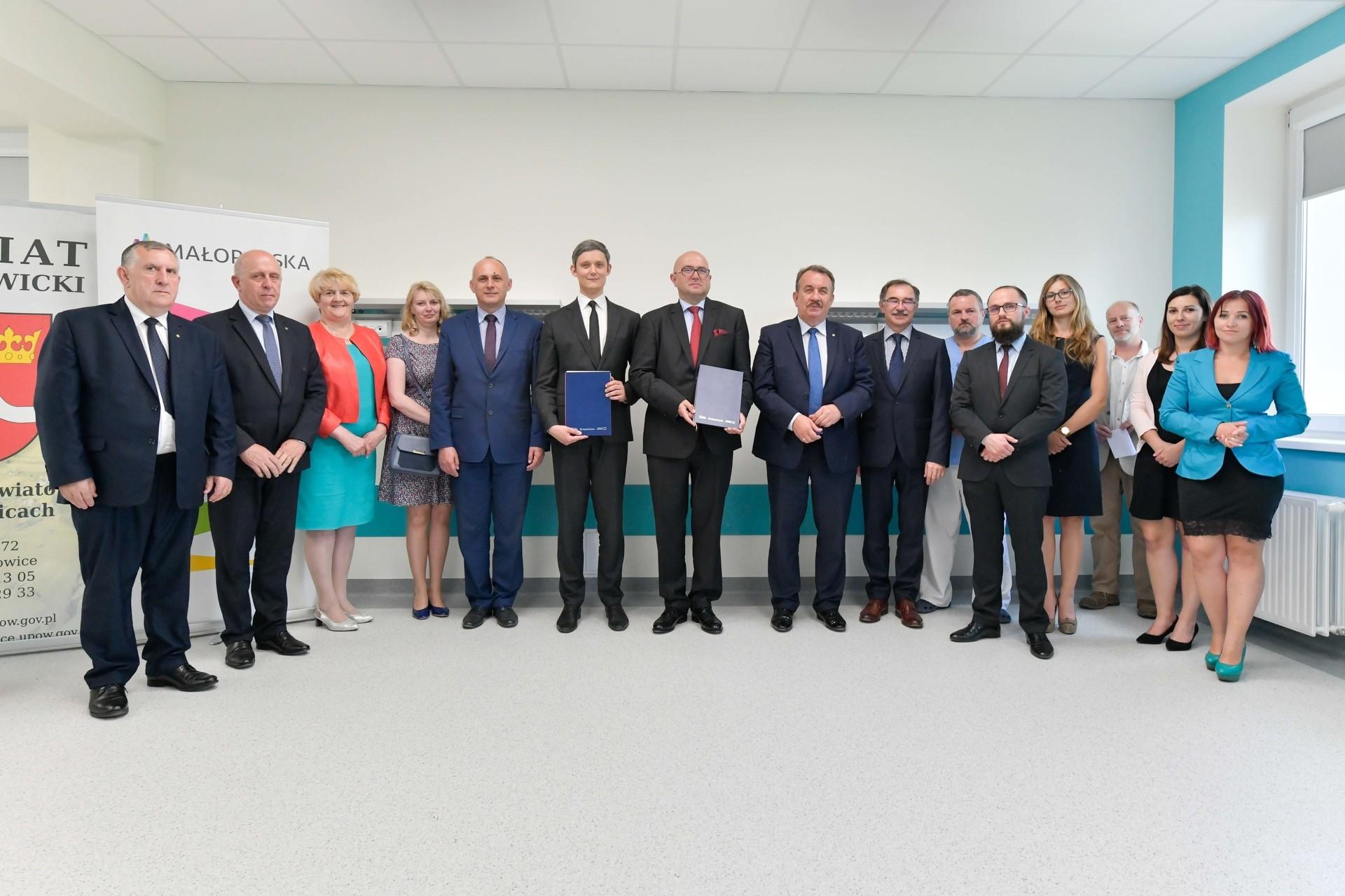 e33d37a5e4dab Umowy gwarantujące dofinansowanie projektów podpisali wicemarszałek  Wojciech Kozak