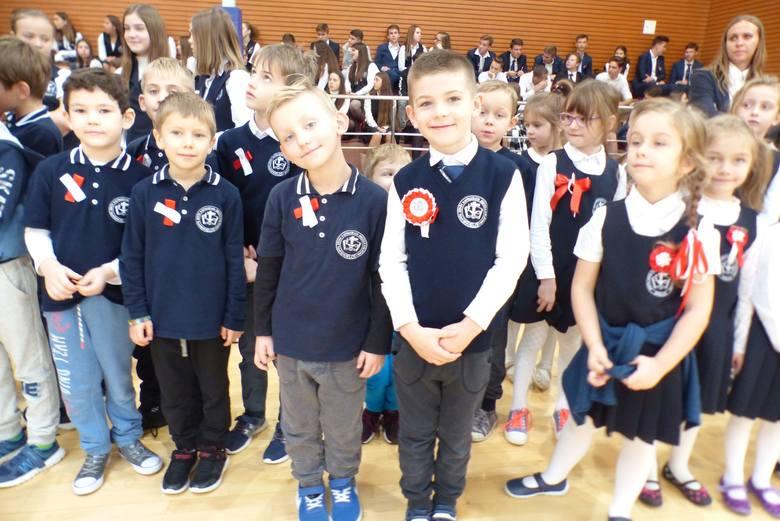Prawie 650 uczniów razem z dyrekcją i gronem pedagogicznym o godzinie 11.11 uroczyście zaśpiewało hymn Polski w Zespole Szkół Katolickich Diecezji Kieleckiej