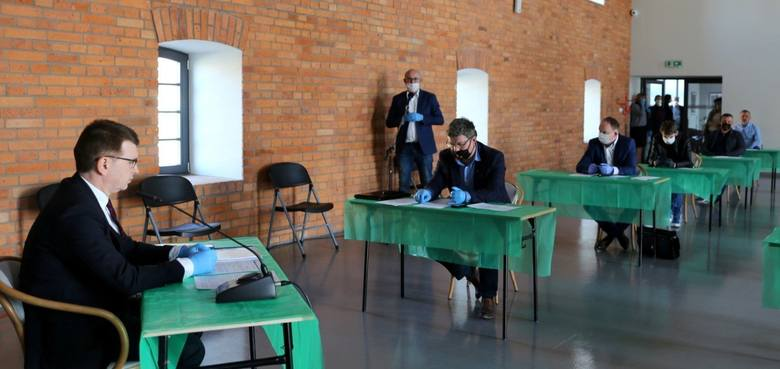 W środę, 3 czerwca nadzwyczajna sesja Rady Miasta w Ostrowcu. Początek o godzinie 13 [TRANSMISJA NA ŻYWO]