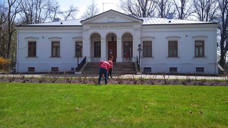 Przyszła wreszcie upragniona, długo wyczekiwana wiosna i wraz z nią pracownicy Muzeum Jana Kochanowskiego w Czarnolesie zabrali się za wiosenne porządki