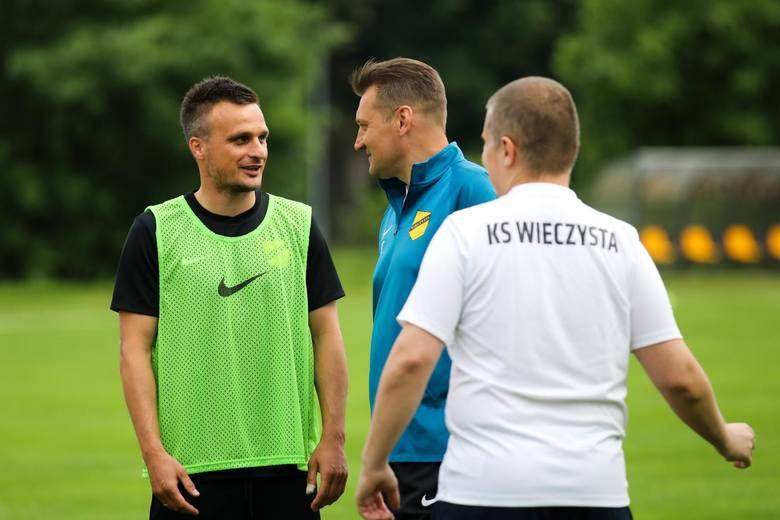 Sławomir Peszko ma już za sobą gola i asystę w Wieczystej Kraków, z którą będzie grał w okręgówce. Do dna jeszcze kawałek. Inna sprawa, że w ligach niżej