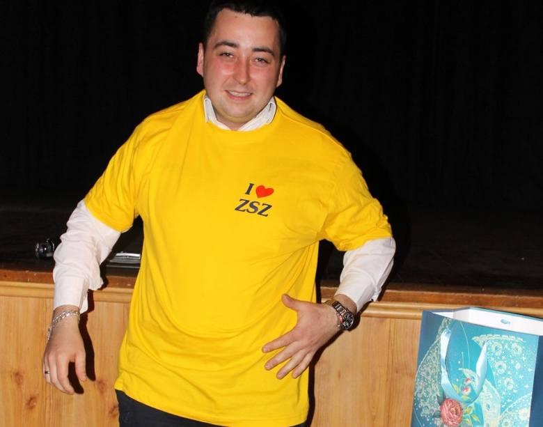 - Ja się ubrałem w strój rajdowy, to ty teraz wskakuj w szkolną koszulkę! - śmiał się Horst Chwałek, a zwycięzca Rajdu Dakar włożył żółtą koszulkę z