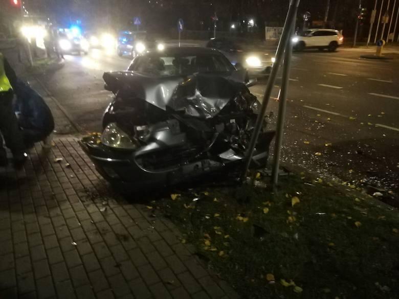 W piątek po godzinie 17, na ul. Koszalińskiej w Kołobrzegu doszło do wypadku. Zderzyły się mercedes z peugeotem. Za kierownicami samochodów siedzieli