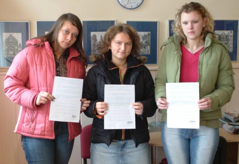 Studentki Dorota, Ania i Magda (od lewej) w czasie wakacji pracowały na promocjach jogurtów. Do dziś nie dostały za nie pieniędzy.