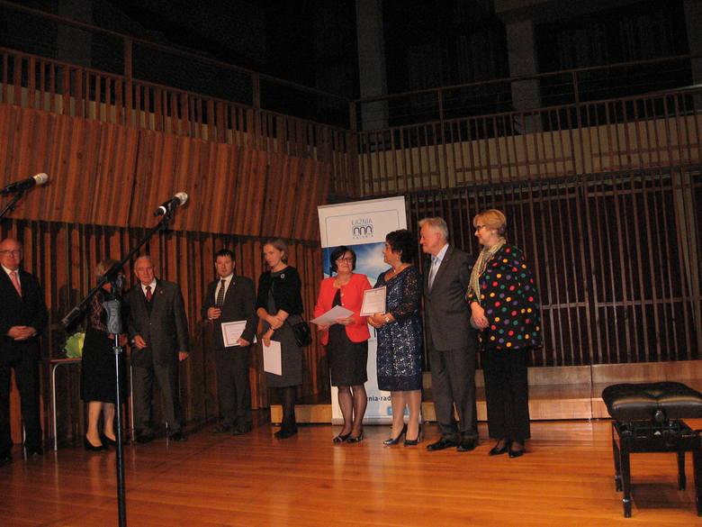 Zasłużeni członkowie Towarzystwa otrzymali z rąk ambasadora dyplomy.