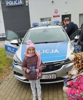 Leśne skrzaty odwiedziły Posterunek Policji w Nieborowie pod Łowiczem [ZDJĘCIA]