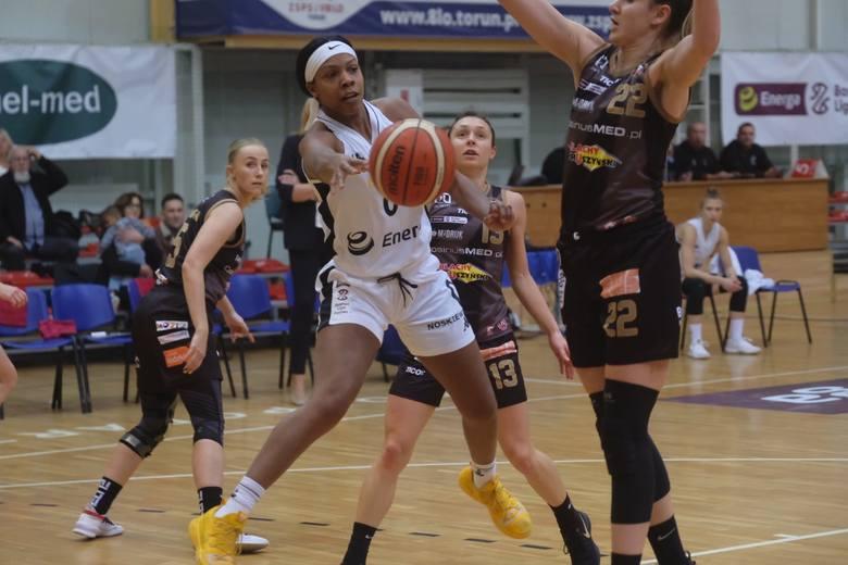 Energa Toruń pokonała CosinusMED Widzew Łódź 79:77 i odniosła swoje pierwsze zwycięstwo w bieżącym sezonie Energa Basket Ligi Kobiet. Mecz trzymał w