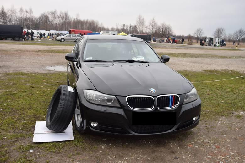 BMW E90 - rok produkcji 2010, z silnikiem 2.0 diesel, mocy 160 KM, stan licznika 205 tys. km. Cena do uzgodnienia
