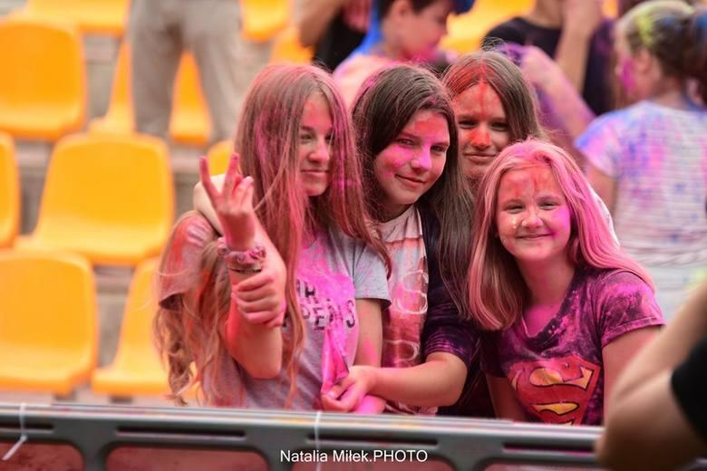W ramach trasy Pokolorujmy Polskę Tour 2019, Sławno odwiedził Holi Festival - Święto Kolorów. Impreza odbyła się w sławieńskim amfiteatrze. Zobaczcie