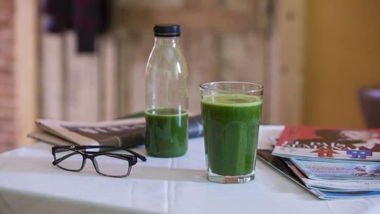 Odkwaszanie organizmu – codzienne picie zielonego smoothie przyspiesza powrót dobrego samopoczucia