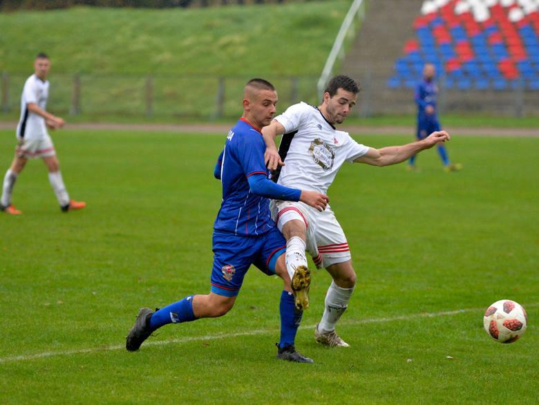 Polonia Przemyśl pokonała nieoczekiwanie dotychczasowego lidera 4 ligi podkarpackiej KS Wiązownica 4:1.Polonia Przemyśl - KS Wiązownica 4:1 (3:0)Bramki: