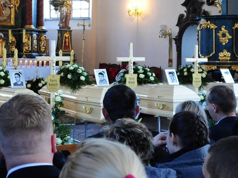 Pogrzeb ofiar wypadku w Klamrach.