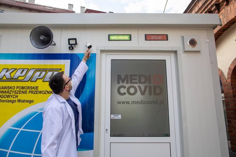 Mobilna stacja poboru wymazów umożliwi szybsze wykrywanie osób, które mogą być zarażone koronawirusem.
