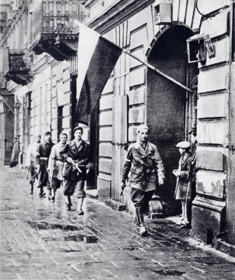 """1 sierpniaO godz. 17.00 (godzina """"W"""") wybuchło Powstanie Warszawskie. Do pierwszych walk z Niemcami doszło na Żoliborzu już ok. godz. 14.00; na Woli"""