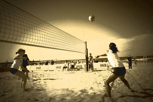 Siatkówka na usteckiej plaży