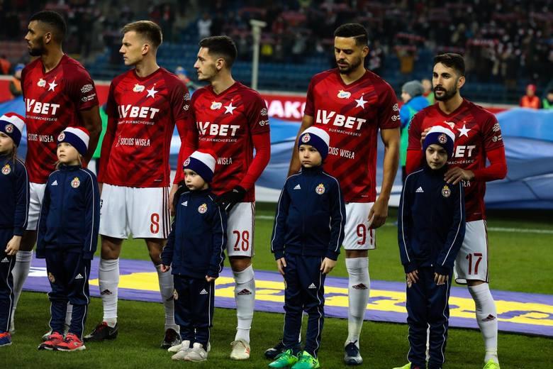 Wisła Kraków przygotowuje się do restartu ekstraklasy. Trener Artur Skowronek zabrał do Arłamowa 30 piłkarzy, którzy wezmą udział we wznowionych rozgrywkach.