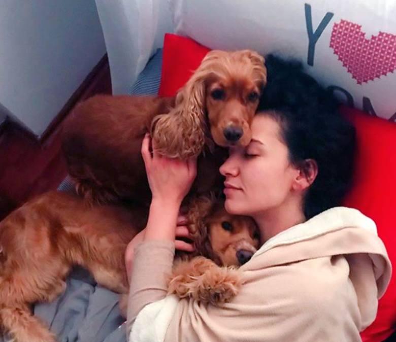 Cemre Melis Çınar, czyli serialowa Arzu. Taka jest aktorka z Elif na co dzień [galeria - 10.04]