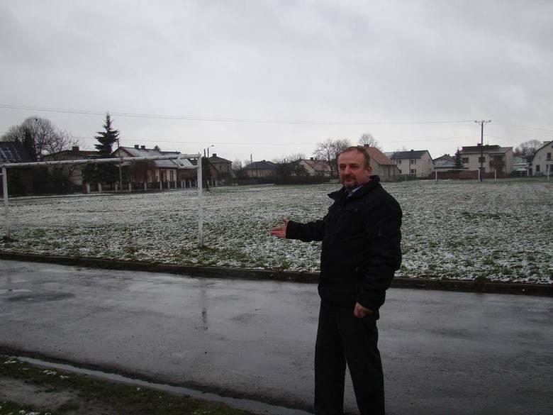 Przyszłość starego boiska budzi gorące emocje wśród mieszkańców Rajska