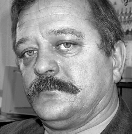 Andrzej Wita, przew. komisji rewizyjnej: - Jesteśmy zdumieni, że tak ważny dla sprawy dokument, który wysłano do firm ze starostwa pojawił się dopiero