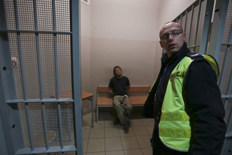 Akt oskarżenia przeciwko 25-latkowi został już skierowany do sądu. Mężczyzna wkrótce zasiądzie w ławie oskarżonych. Do zdarzenia doszło 27 stycznia br.