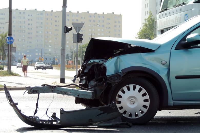 TOP 13 najniebezpieczniejszych ulic i miejsc w ToruniuW minionym roku na ulicach Torunia doszło do 53 wypadków, 3822 kolizji, w których zginęło 10 osób,