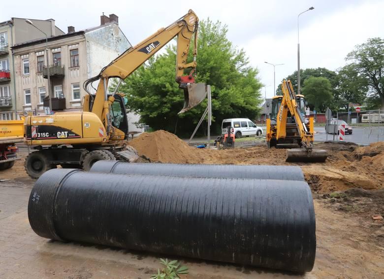 Uwaga! Utrudnienia w centrum Radomia. Trwa budowa kanalizacji na ulicy 25 Czerwca, zamknięty jest odcinek drogi