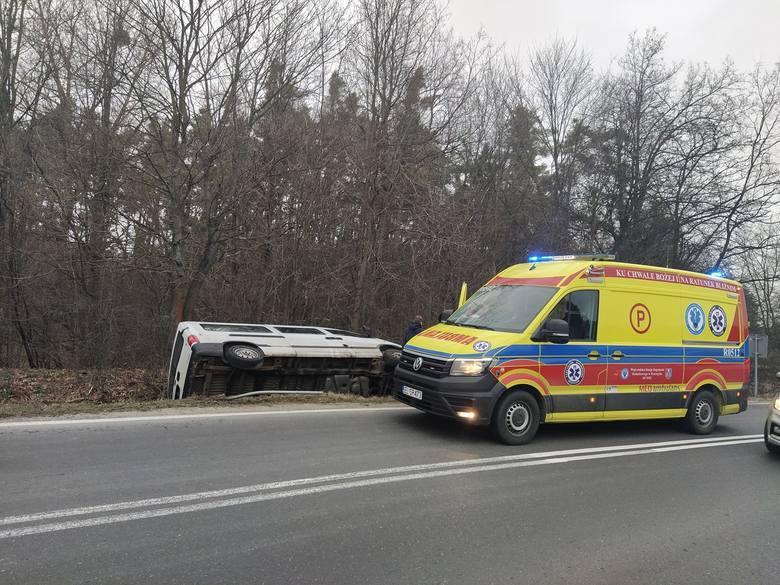 W niedzielę o godz. 6:58 dyspozytornia medyczna w Przemyślu odebrała zgłoszenie o wypadku w miejscowości Płazów w pow. lubaczowskim.- Według zgłoszenia