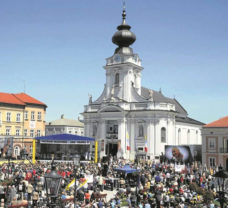 """<strong>Wadowice</strong><br /> Rodzinne miasto Karola Wojtyły(18 V 1920-2 IV 2005), gdzie """"(…) wszystko się zaczęło. I życie się zaczęło, i szkoła się zaczęła..."""""""