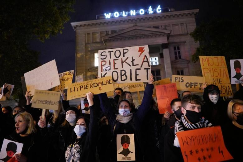 Po ogłoszeniu wyroku TK w sprawie aborcji eugenicznej w całej Polsce odbywają się protesty.