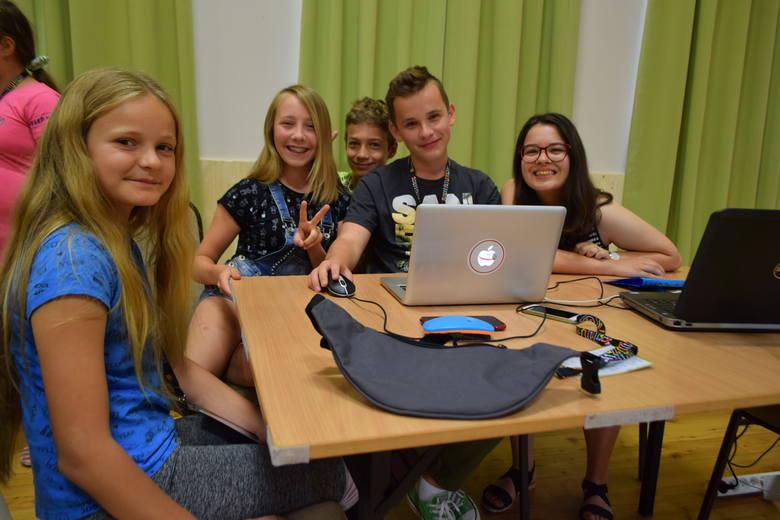 Z atrakcji i warsztatów w Twinpigs w Żorach korzysta 30 młodych dziennikarzy z całej Polski