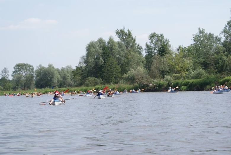 Organizatorem spływu jest Stowarzyszenie Gmin, Powiatów i Regionów Nadbużańskich. Na zdjęciu spływ z 2018 roku.