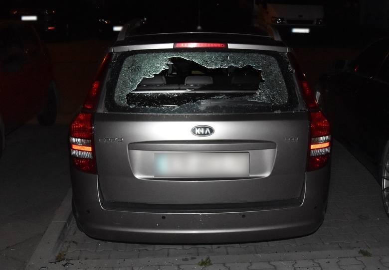 Kraków. Kobieta na Ludwinowie uszkodziła zaparkowane pojazdy. Została zatrzymana przez policję [ZDJĘCIA]