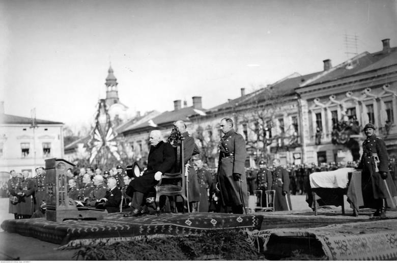 Prezydent RP Ignacy Mościcki na uroczystości poświęcenia sztandaru 1 Pułku Strzelców Podhalańskich.