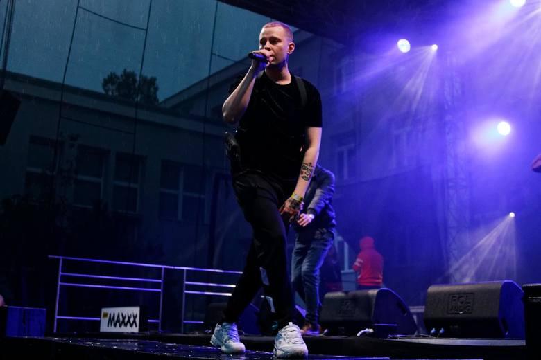 Tymek podczas koncertu na kampusie UO