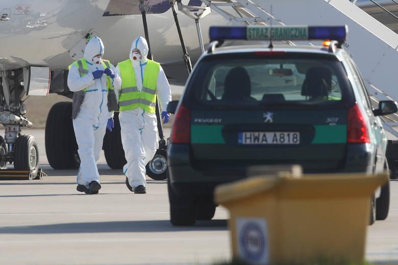 Na lotnisku w Jasionce wylądował dziś specjalny samolot PLL LOT. Na Podkarpacie przylecieli nim pasażerowie z Mediolanu i Rzymu. Wszyscy objęci zostaną