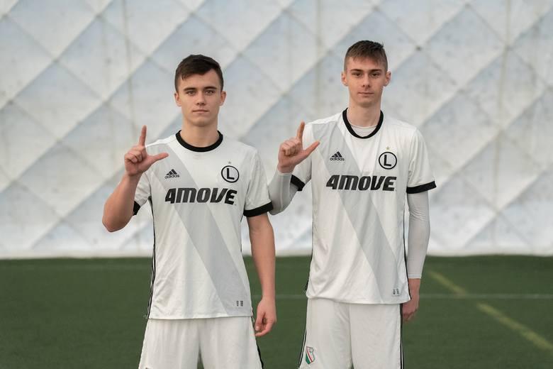 Ariel Mosór i Szymon Włodarczyk urodzili się w 2003 r. Choć mają po 16 lat, to są w składzie Legii U-18.