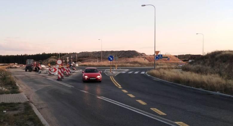 Budowa S5. Węzeł w Tryszczynie. Otwarto wiadukt dla ruchu na trasie drogi krajowej nr 25. Kierowcy nie muszą już jeździć krętym objazdem, od 14 sierpnia